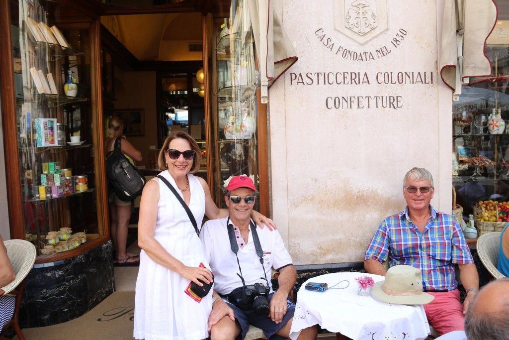 You cannot leave Amalfi without a coffee and a cake here