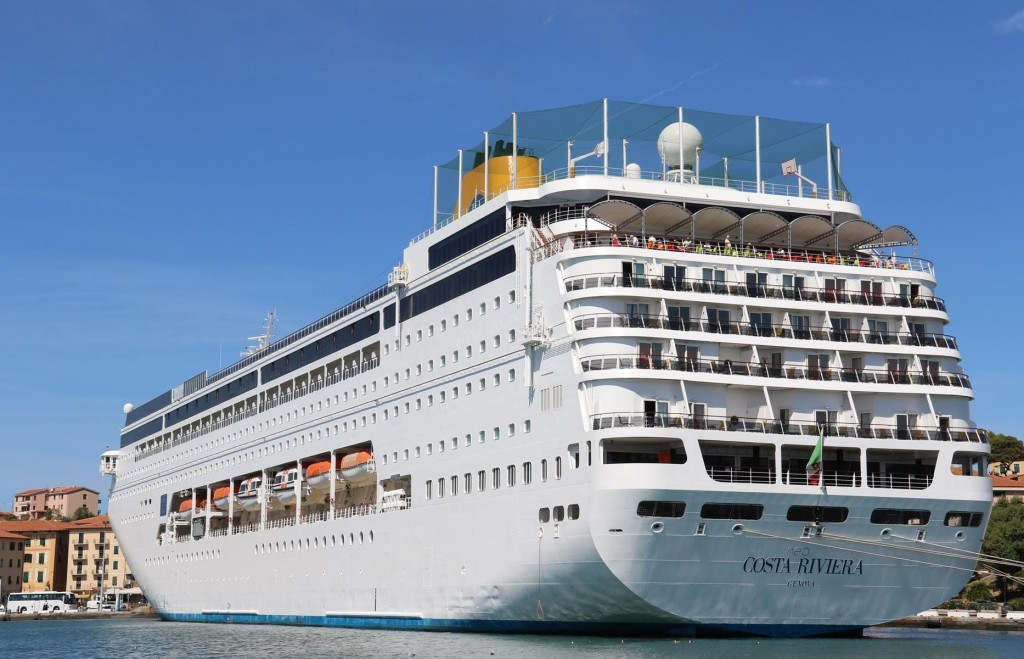 Quite a large cruise ship is in Portoferraio today