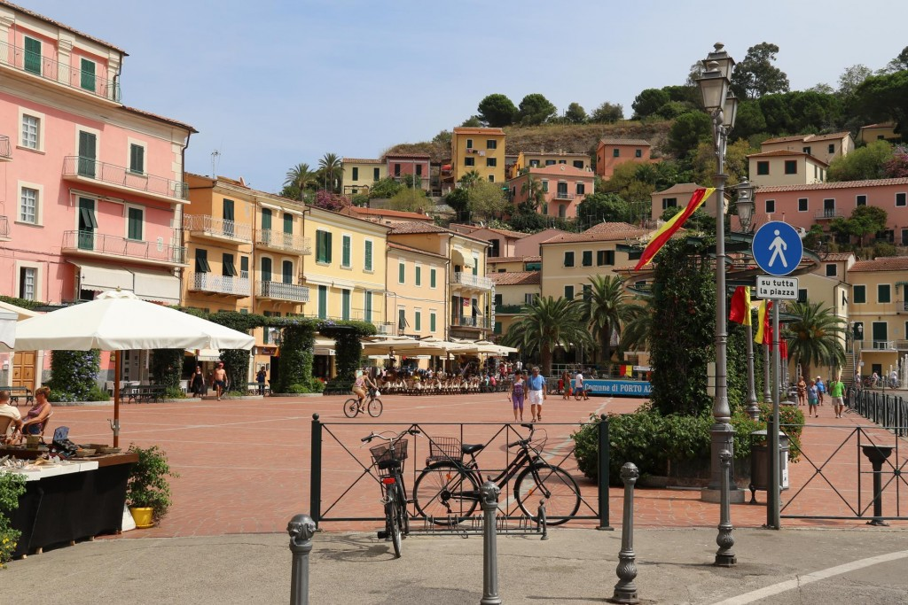 The main square of Azzurro, on the waters edge is surrounded by restaurants and shops