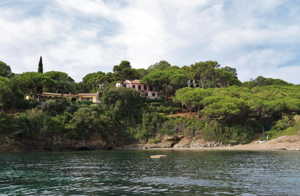 In the small bay there are three lovely villas above a tiny beach