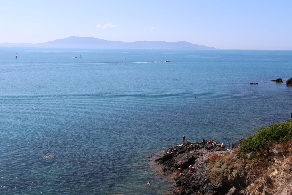 From Talamone we can see Isola Elba where we intend going in a couple of days