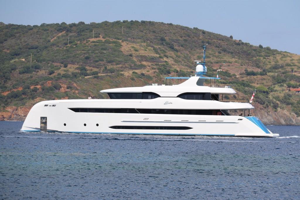 Elada a 45 metre superyacht motors past and heads towards Azzurro