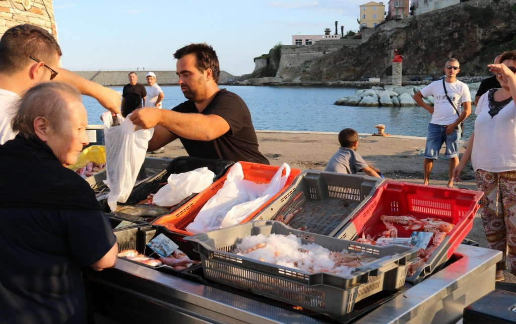 Not far we find the local fishermen with their fresh catches for sale