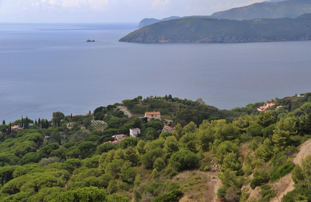 Looking over to the west to Golfo Stella where we spent time a few days ago