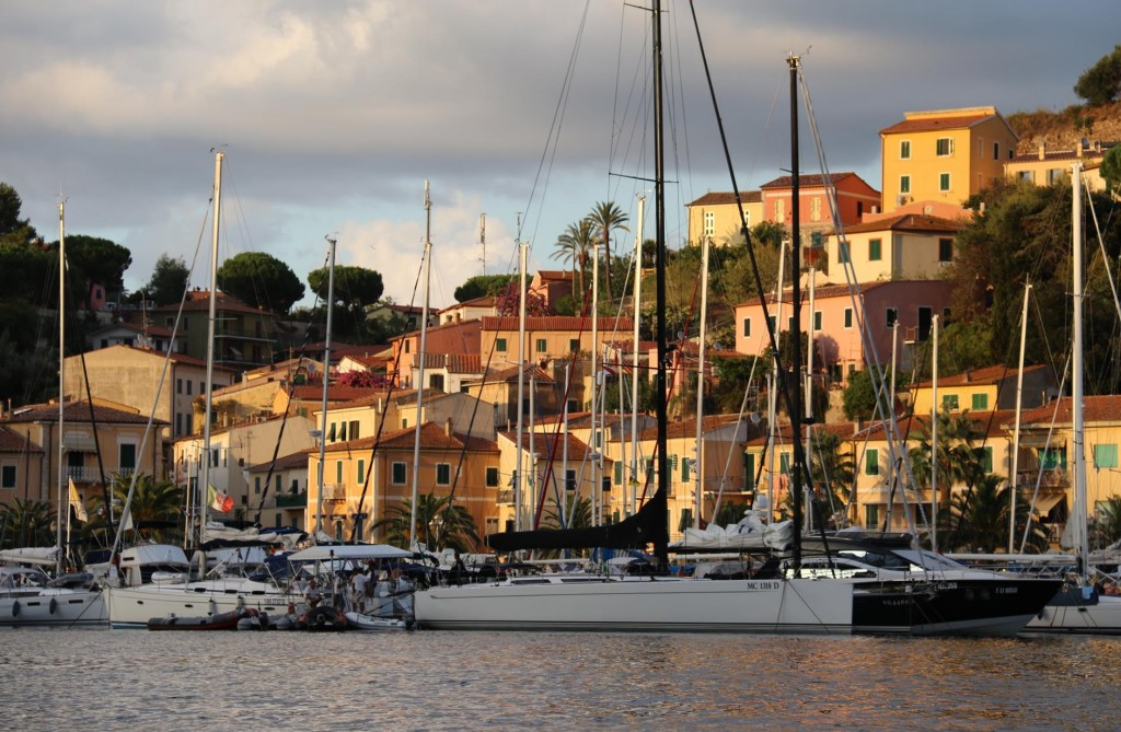The last rays of sun on the pastel coloured houses as we arrive in the port