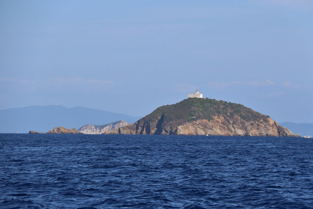 We pass Isola Palmaiola which is about 4kms off the northeast point of Capo Vita