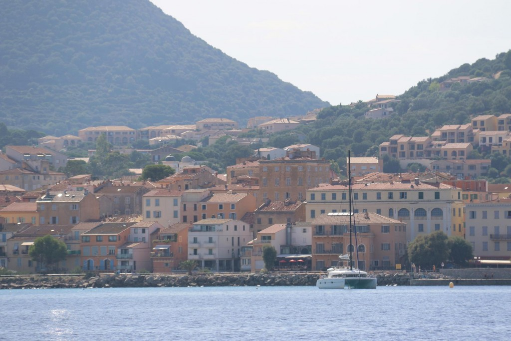 We pass the town of Ile Rousse