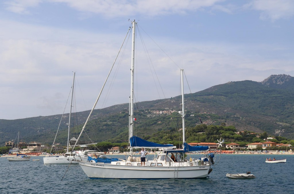 For 8 years they have been sailing on their yacht 'Wave Runner'