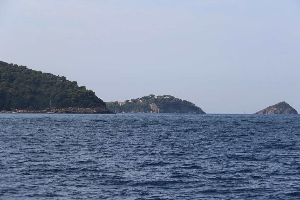 Continuing to Capo Vita and Isola Palmaiola in the north west