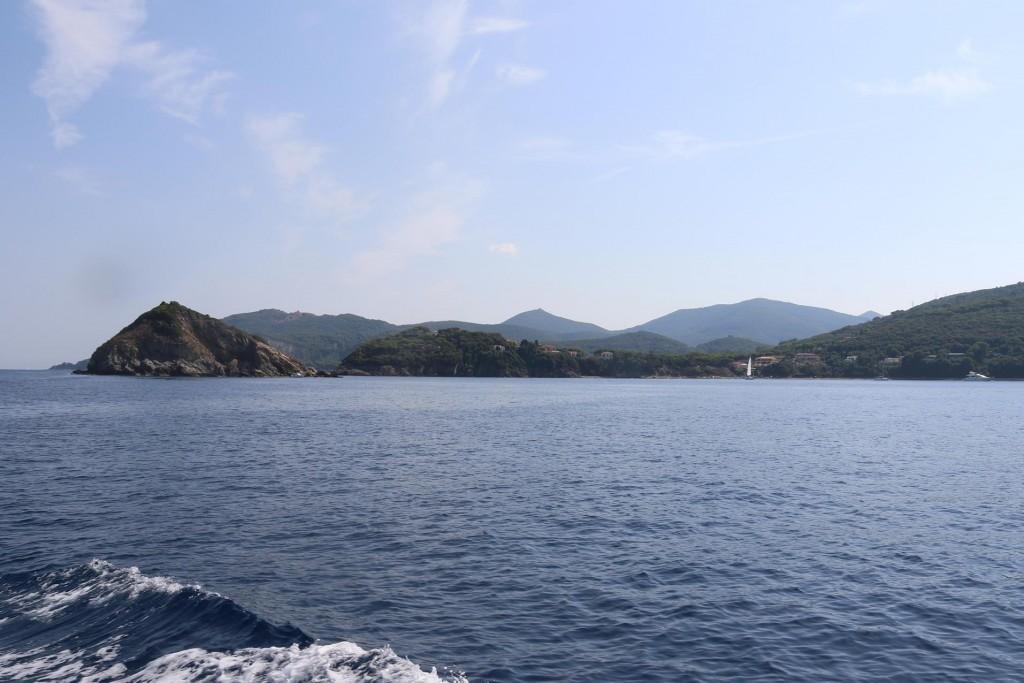Once around Capo Vita we head south towards Portoferraio