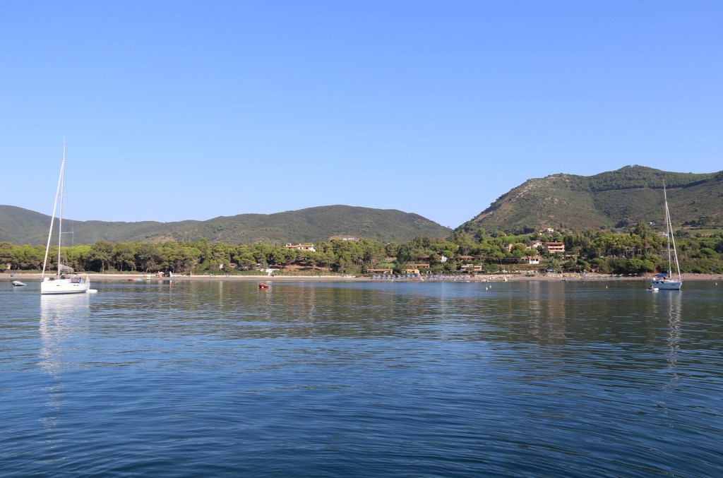 There are several camping grounds ashore at the top of Golfo Stella