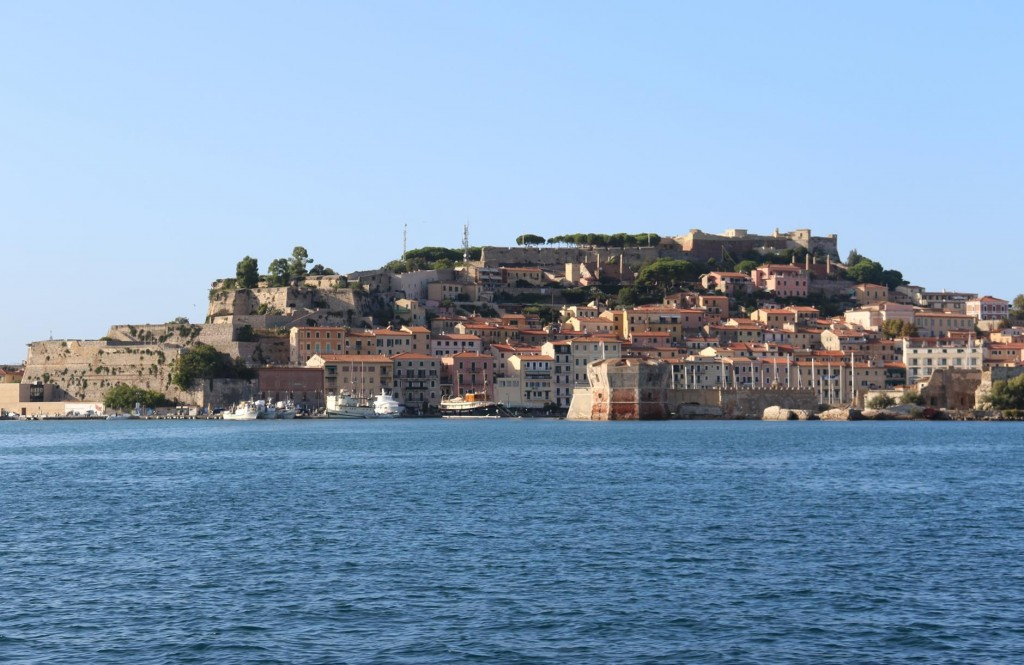 We arrive back to the picturesque port of Portoferraio
