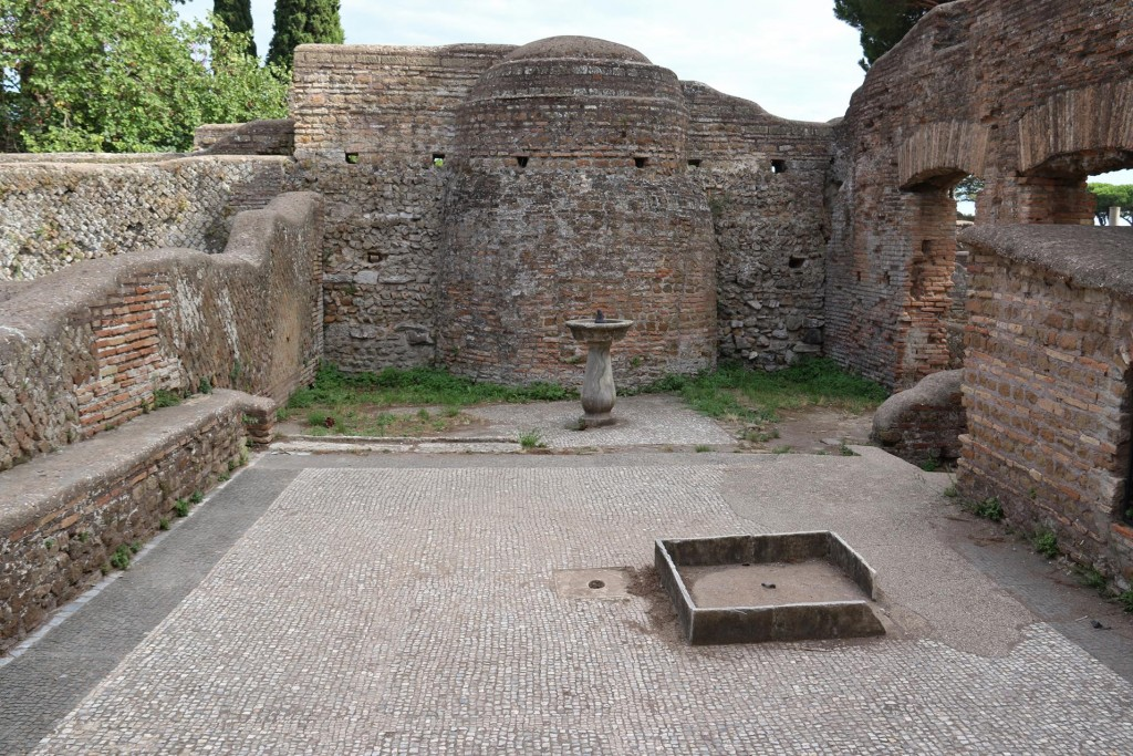 The fountain still stands in the Thermopolium' outside courtyard