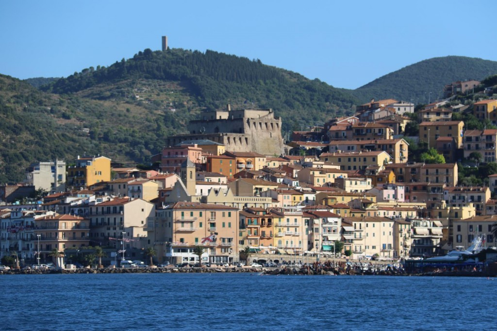There is a substantial fort overlooking the town on the hill between the two bays in Santo Stefano