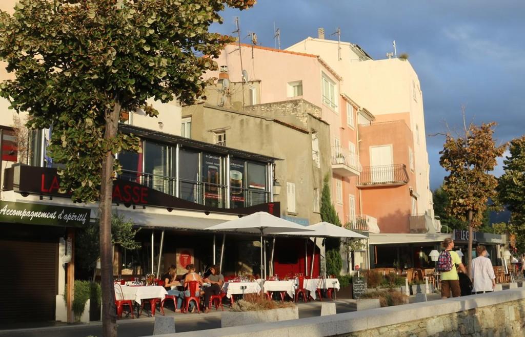 We moor along the main quay of the Saint Florent harbour
