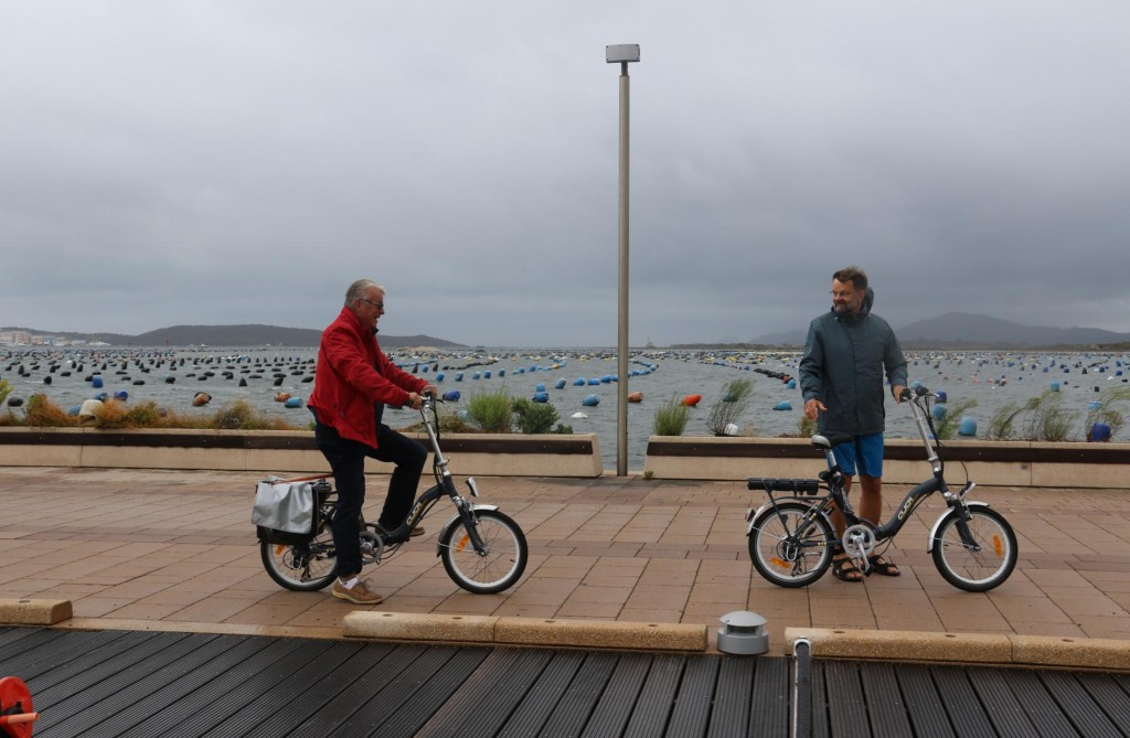 Ric and Hans set off on the bikes despite the miserable weather