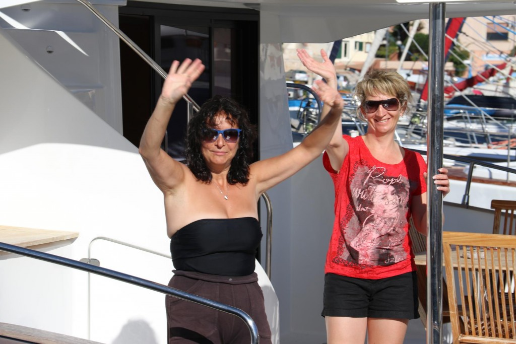 A lovely wave goodbye from Cathy and Veronique