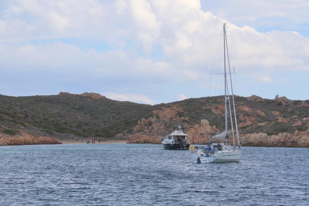 We enter Cala Giorgio Marino which is a fairly sheltered bay between 3 islands and find that the other Menorquin is there on anchor