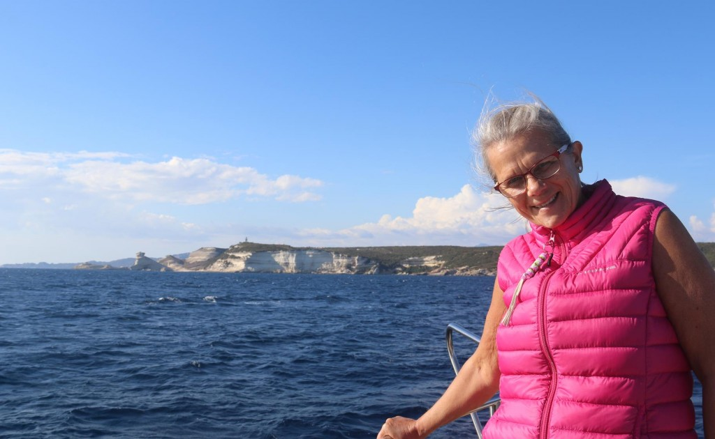 As Bonifacio is only a few nautical miles north west we decide to return there so Hans and Lotta can enjoy the experience