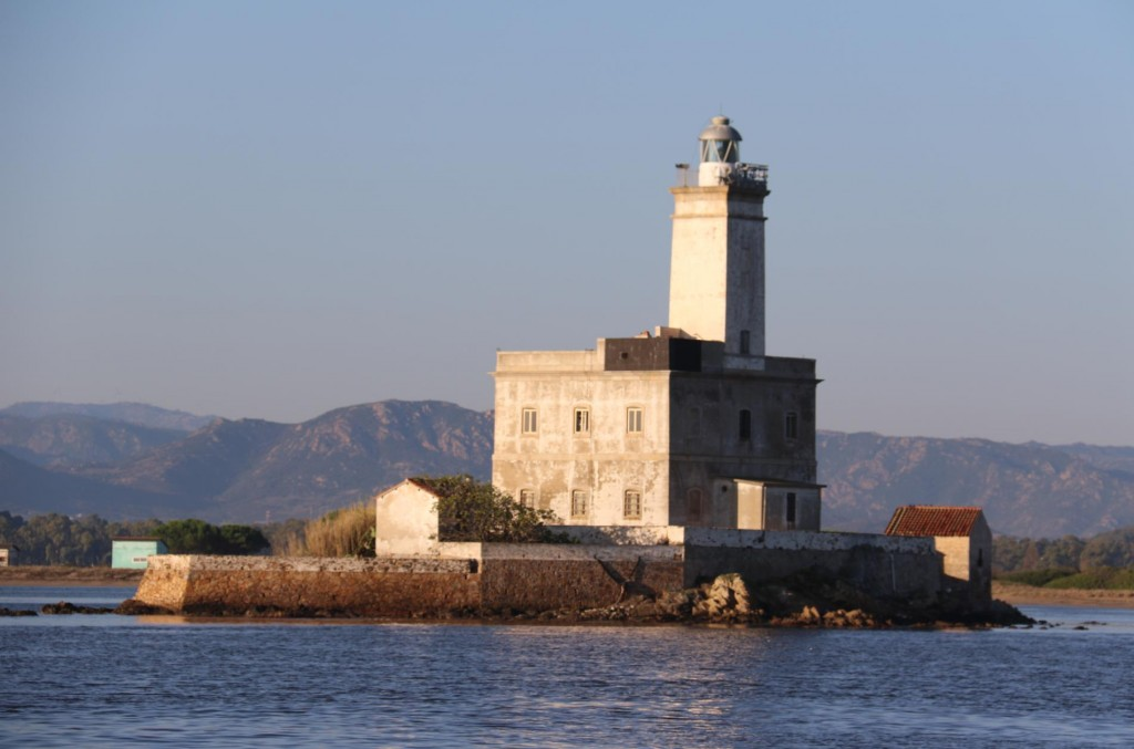 On our departure we pass the lighthouse in the entrance to the gulf