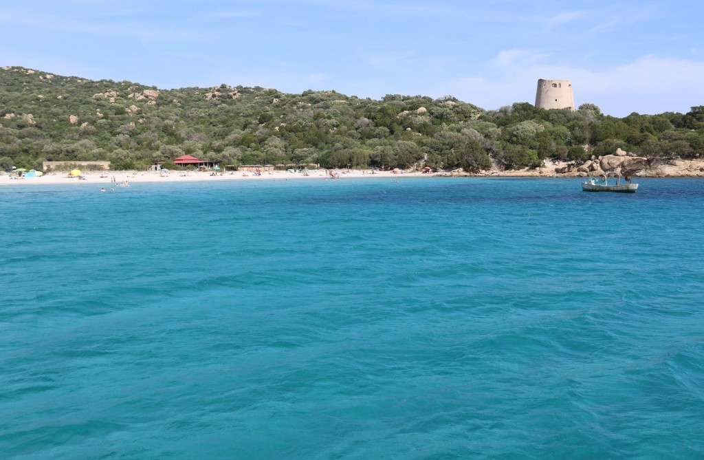 We drop anchor here for the night and take the opportunity to have a long swim in the much cooler water here