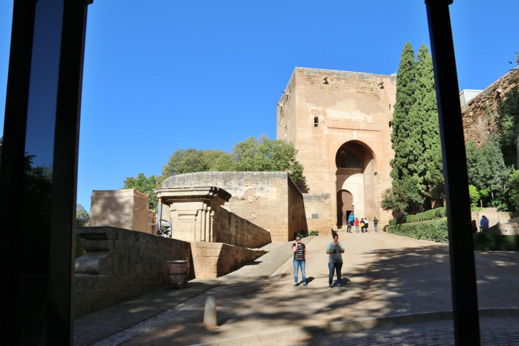 Close to Alhambra we catch the tourist train which takes us past the Justice Gate which is without doubt the most important gateway to the whole royal city