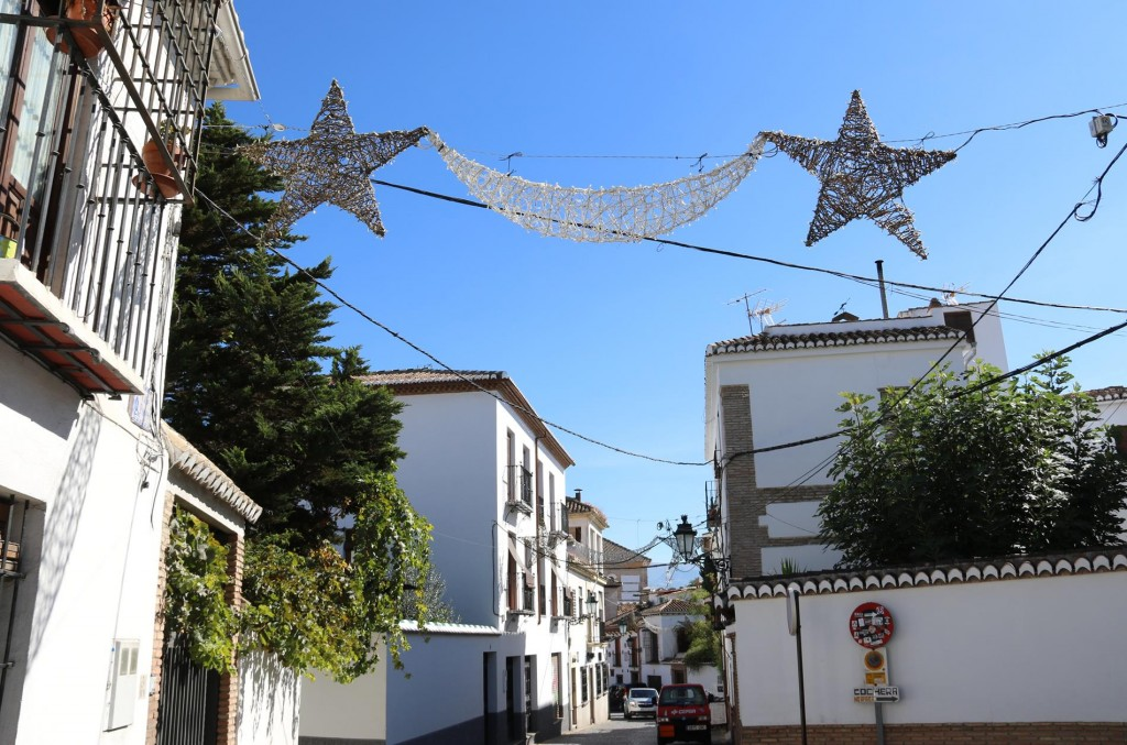We make our way back down and wander through the interesting streets of Albaicin