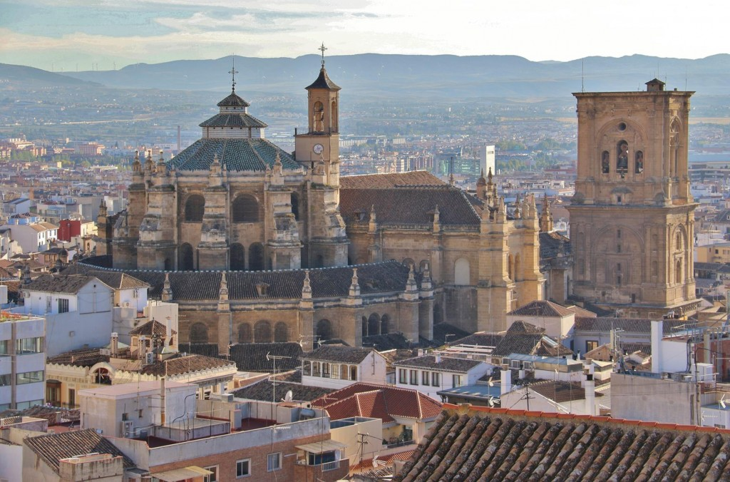 We return to Central Granada via the elevated streets of Albaicin and capture the magnificent view of the Cathedral