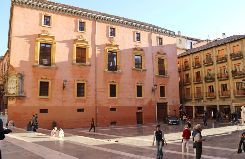 Palaza de las Pasiegas is overlooked by the facade of the Cathedral