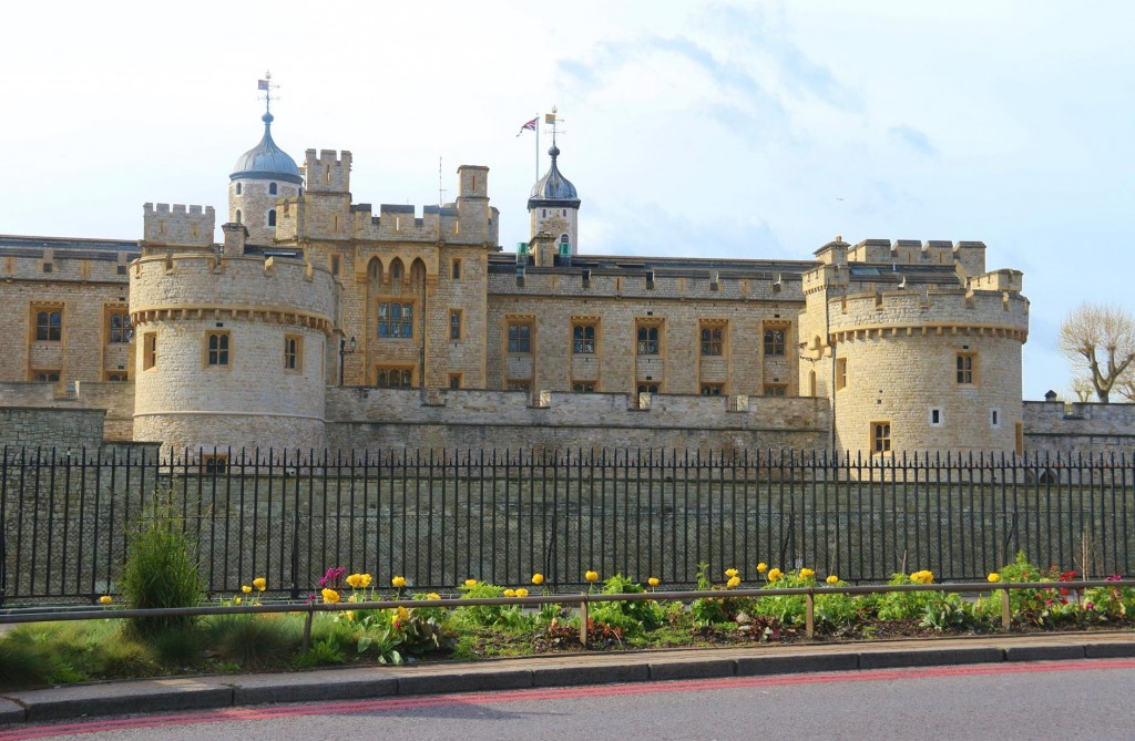 A quick glimpse of London Tower during our journey