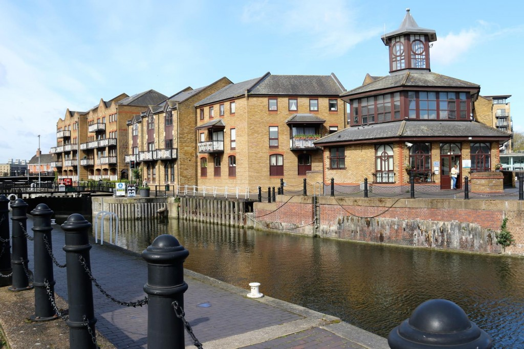 After an hour by cab we arrive at Limestone Basin which is situated on the Thames River east of central London