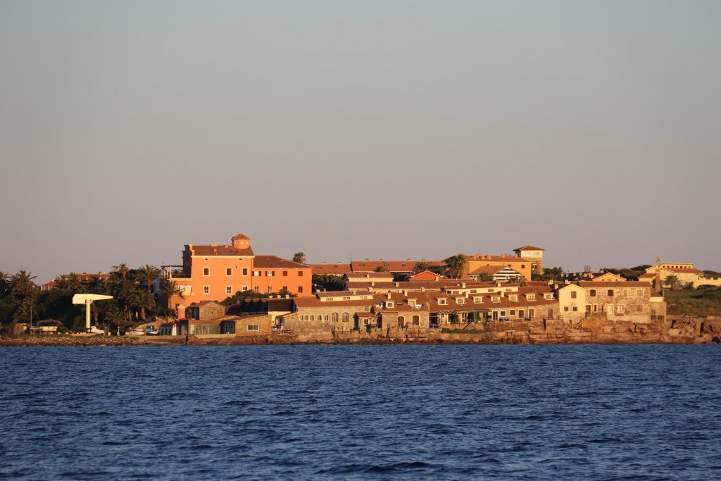 Isola Piana, as many small islands have a tuna industry background. Today it has been developed into a tourist resort