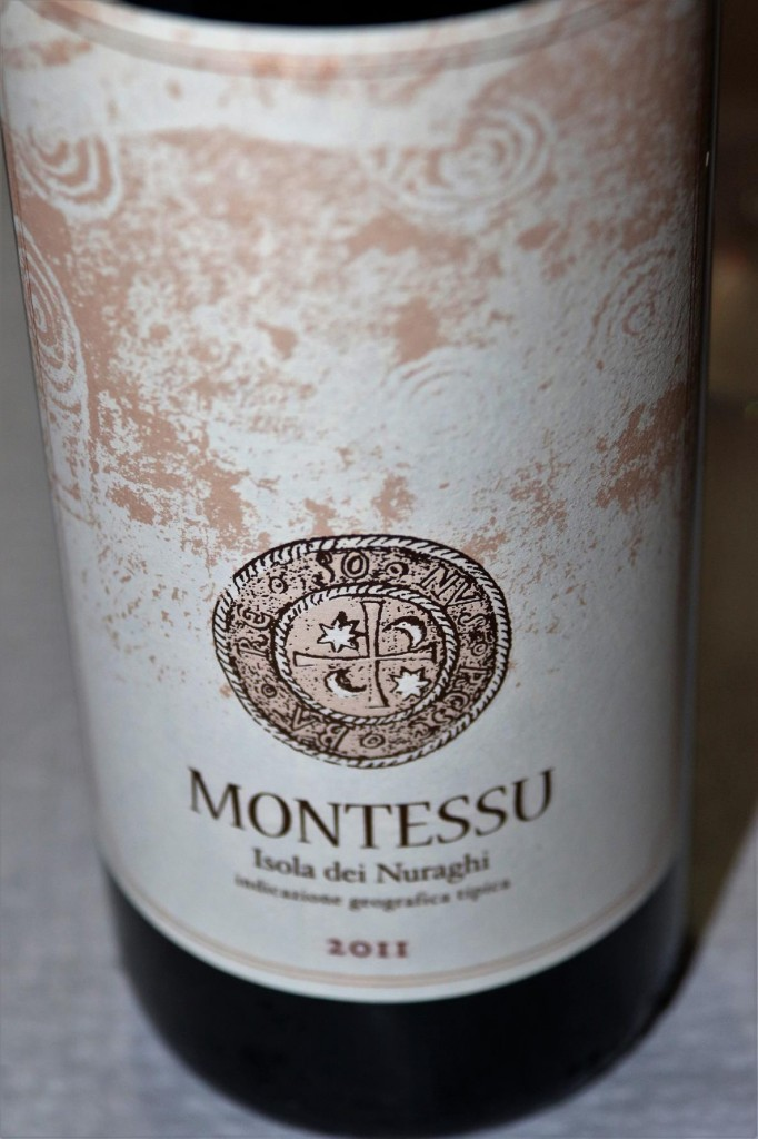 We have dinner tonight at the restauant at the Marina called Monro were we try one of the local Sardinian wines