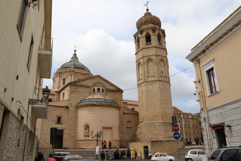 The Cattedrale di Santa Maria Assunta with it's original 12thC free standing belltower