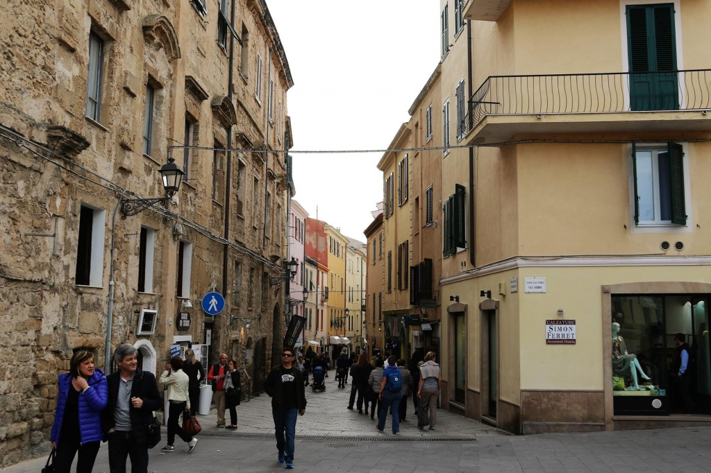 Once we check in we set off on foot to have a look around Alghero and find a restaurant for dinner