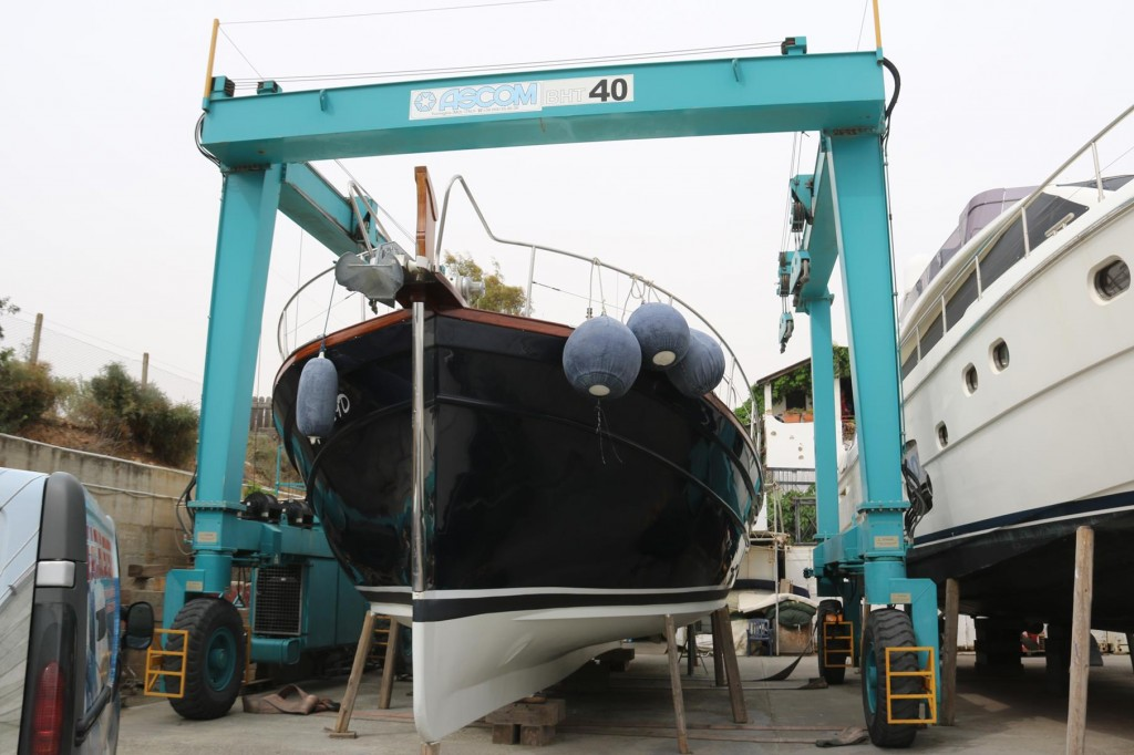 Before dinner we check on the Tangaroa and see the large boat hoist in place. We knew that she was ready to be launched in the morning as planned