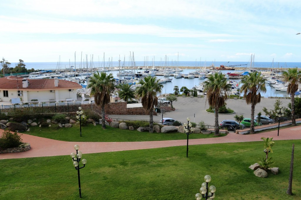 It has been very convenient and reasonably priced staying at the hotel  by the marina