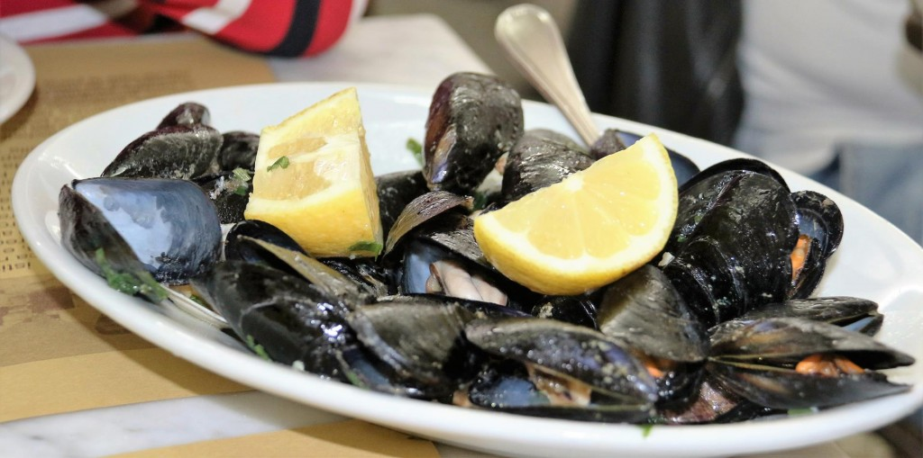 Great mussels in white wine and garlic