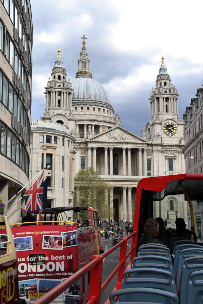 While on the bus the magnificent St Pauls Cathedral comes into view