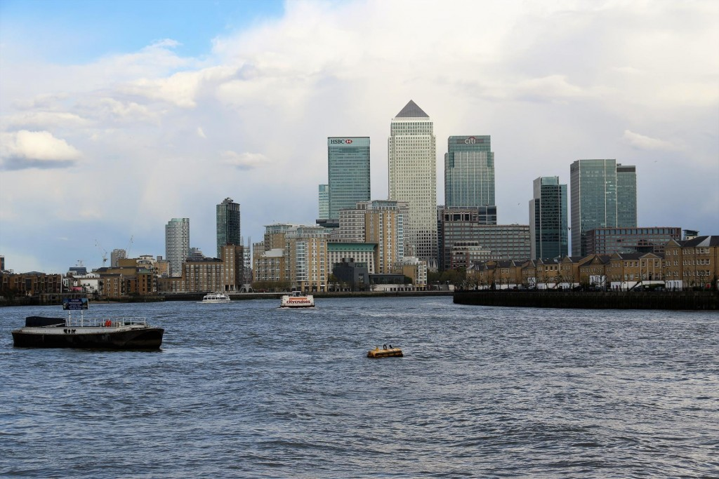 We decide to walk the 3 kms back along the Thames again to Limehouse Basin where we are staying.