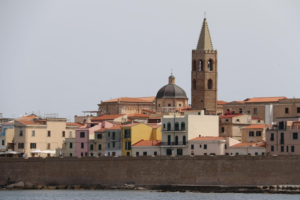 A conspicuous tower (Porta Terra) looms over the town