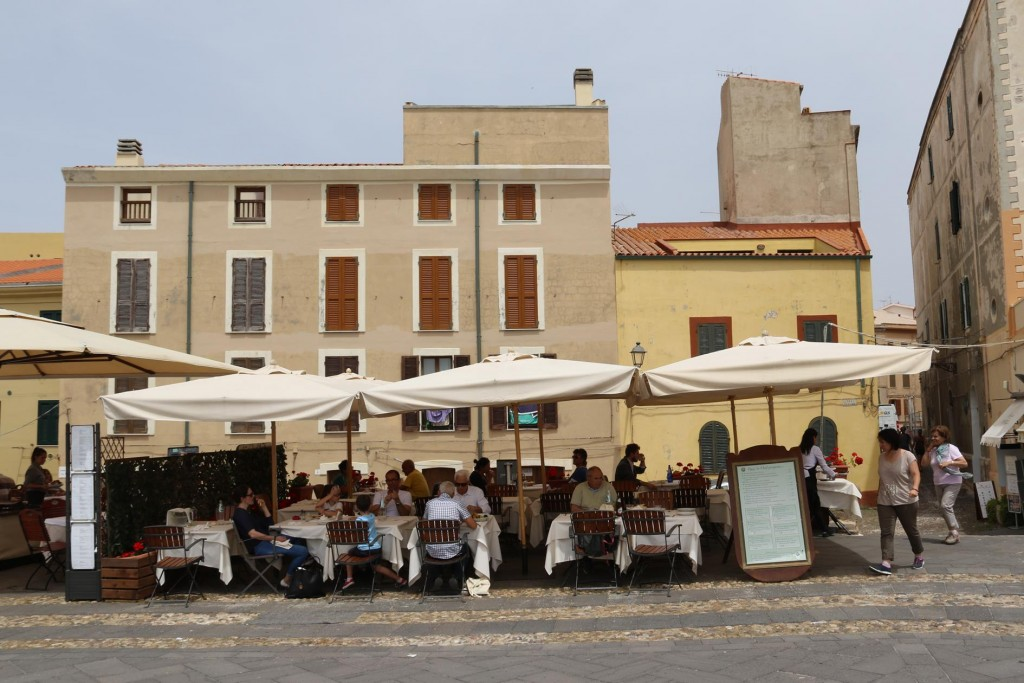 There are so many delighful restaurants along the town wall