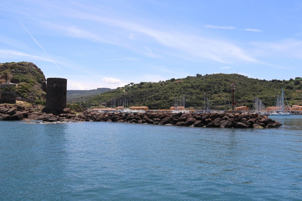 We return to the west side of Castelsardo and enter the marina with it's conspicuous tower by the entrance