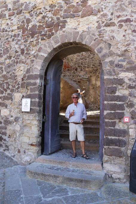 Icecream in hand, Ric in theentrance to the castle