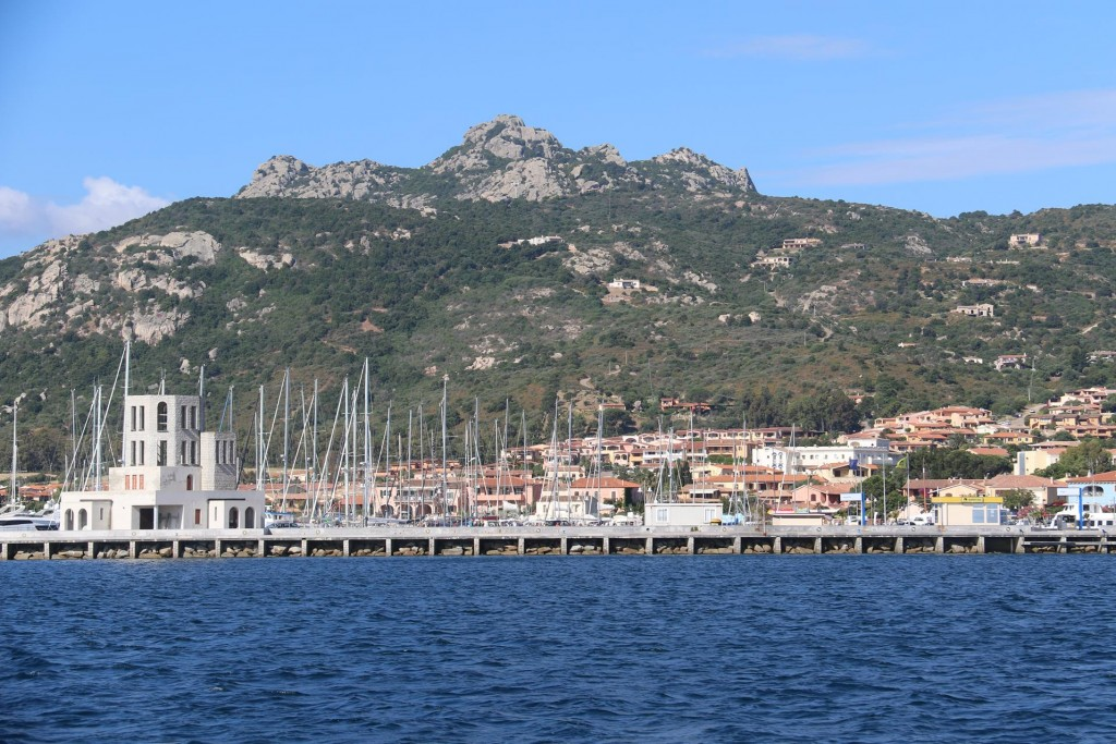 Less than half an hour later we approach the port of Cannigione