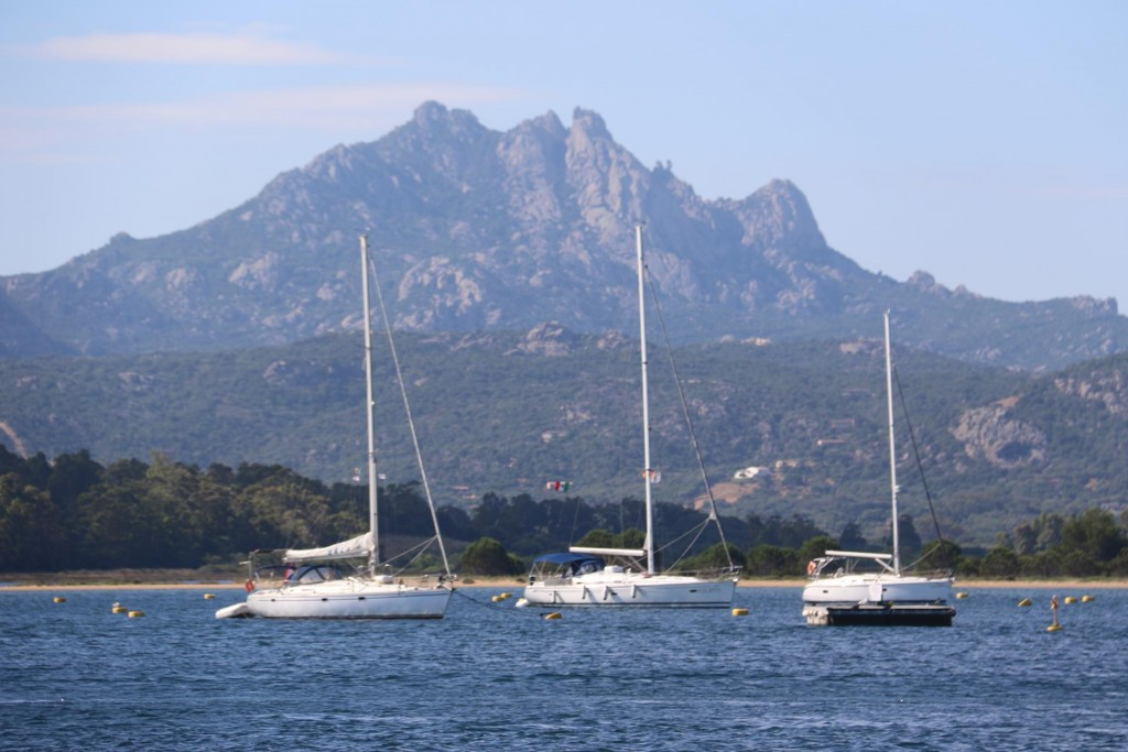 ... and few other yachts are on swinging moorings in the bay also