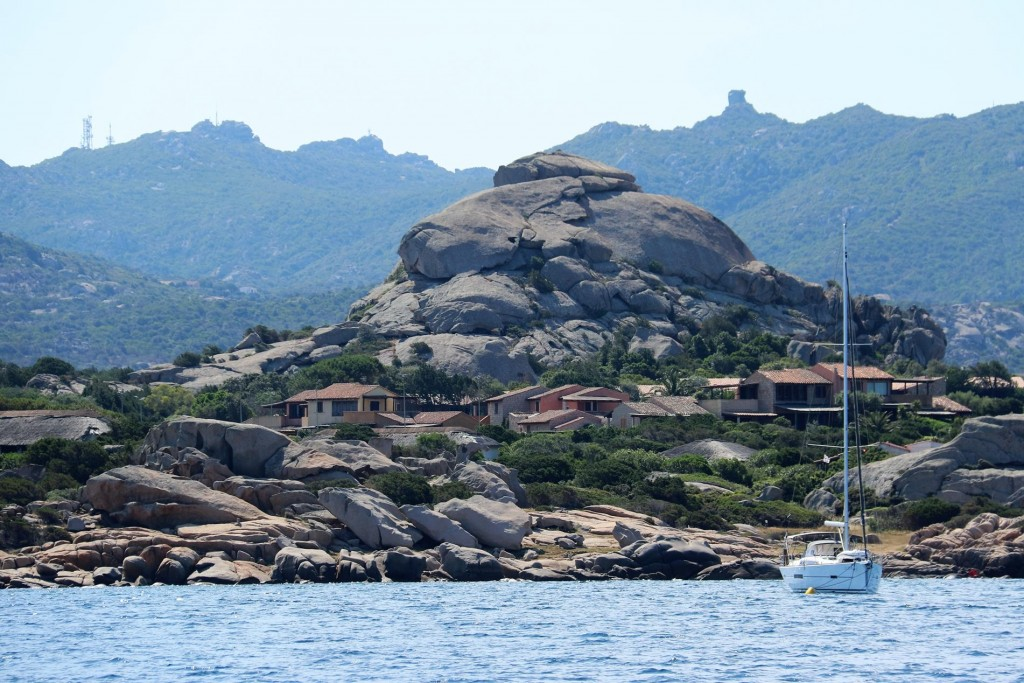 Once again passing amazing houses built over unusual, incredible rock formations