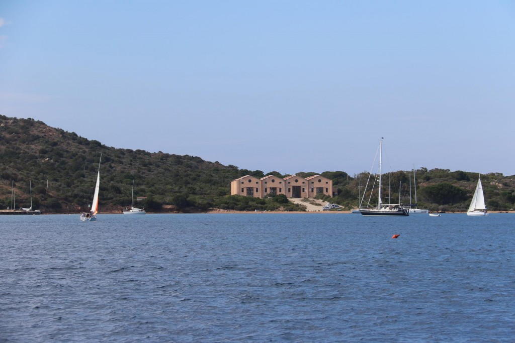 Late afternoon we arrive back in the comfortable overnight bay of Porto Palma, which is in the south of Isola Caprera