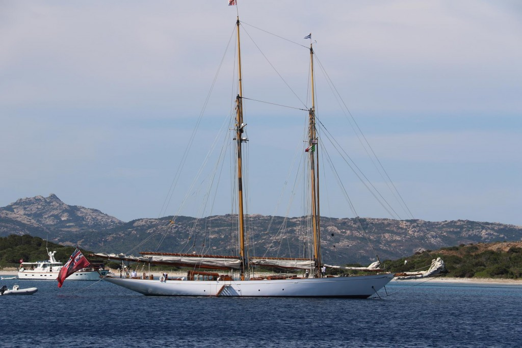 As we arrive in Cala Portese, there was a beautifully restored Ketch called Altair which after some investigation was 40m long and was built in 1931