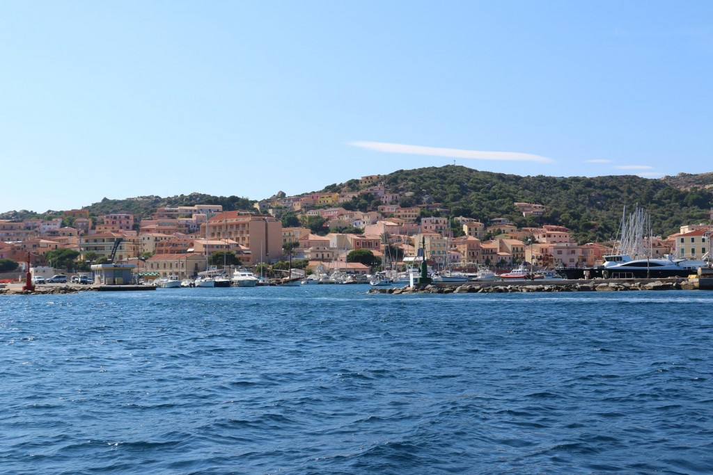 Arriving at the municipal port in La Maddelena we radio in to confirm our arrival